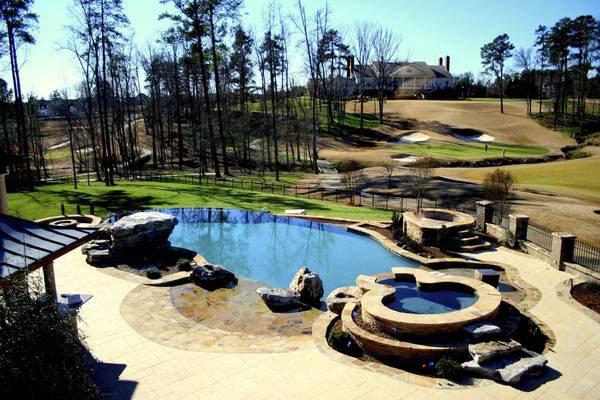Soothing Modern Pool Design