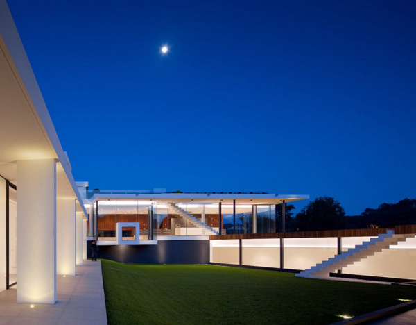 Casa Vale do Lobo Exterior Night 2