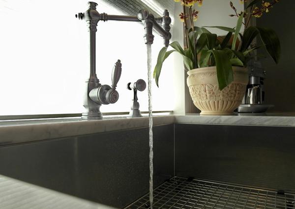 movable faucet