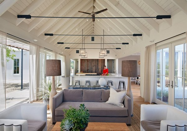 reclaimed wood - 18 Living Room Designs With Vaulted Ceiling Home Design Lover