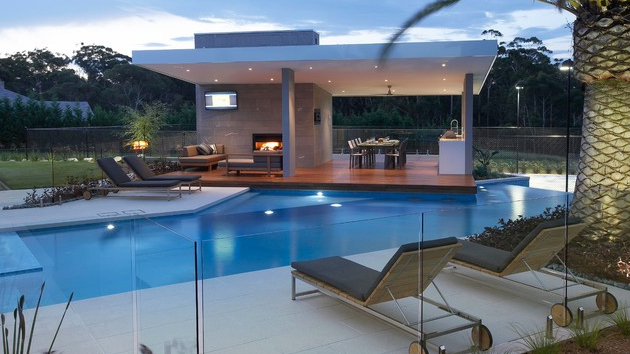 glass fence pool