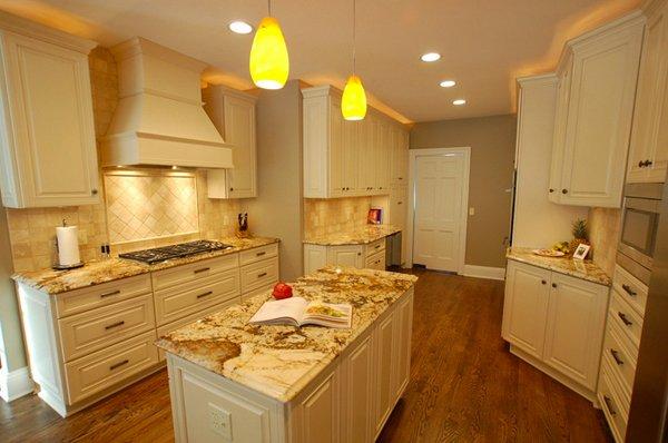 15 Dainty Cream Kitchen Cabinets | Home Design Lover