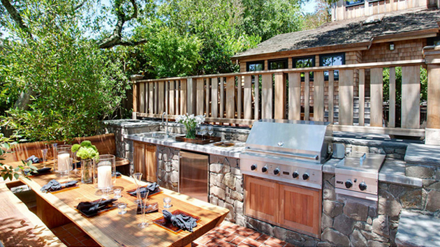 trad-outdoor-kitchen