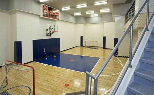 15 ideas for indoor home basketball courts home design lover for Indoor basketball court installation