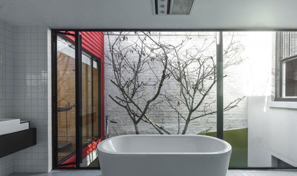 bathtub glass wall
