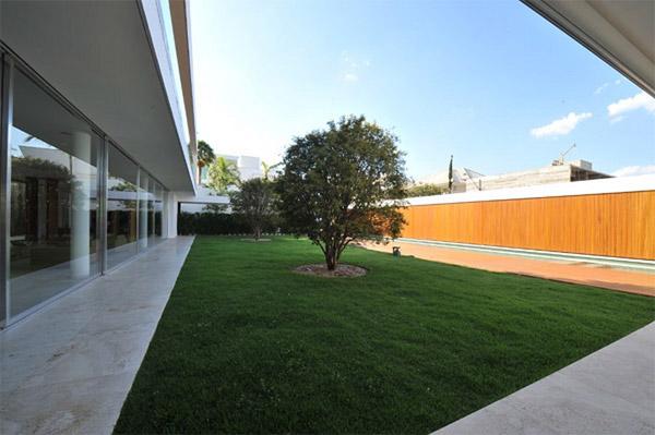 quiet spacious courtyard