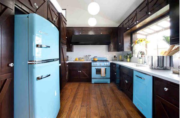 20 Flashy and Interesting Retro Italian Kitchen | Home Design Lover