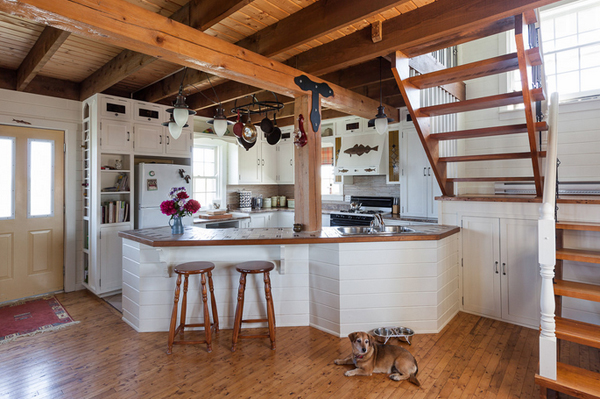 rustic saltbox cottage