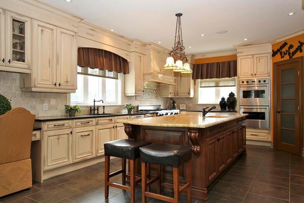 antique-style kitchen