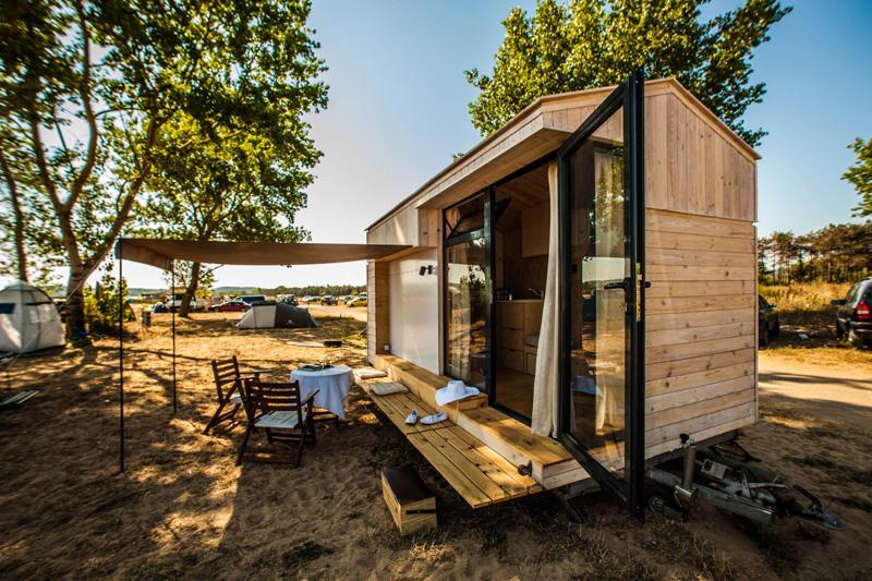 Koleliba: A Tiny Vacation Home on Wheels