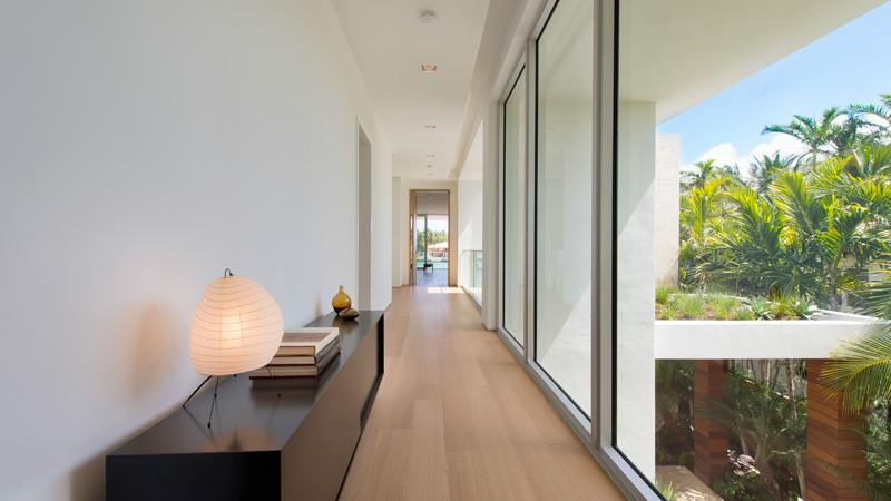 Di Lio Island Home hallway