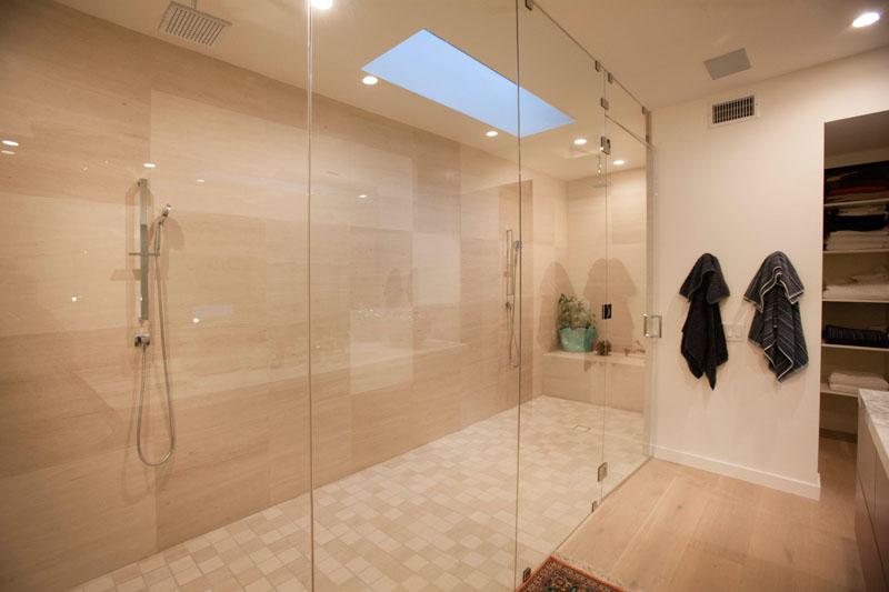 Lahaye Residence bathroom