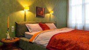 red-green-bedroom