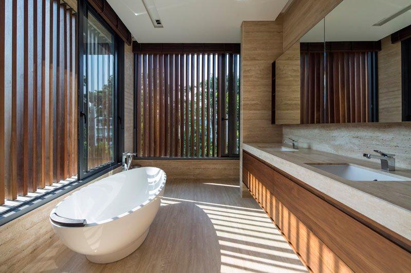 Secret Garden House bathroom